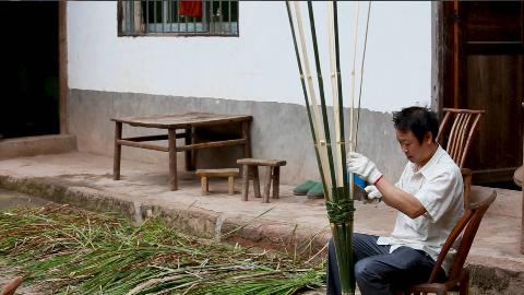农村爸爸做的鸡笼,花了两个小时,只用了一根竹子,好看又实用。