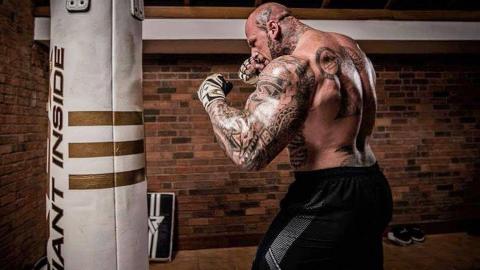 肌肉巨兽拥有绝对力量,如果上了MMA擂台会怎么样?