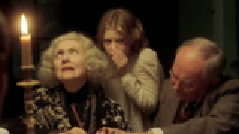 二战时期的古宅发生怪事,三个神秘人到来后,揭开了其中的秘密!悬疑恐怖片《小岛惊魂》