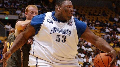 【篮坛巨无霸】你能想象一个440斤的篮球运动员打球的画面么?