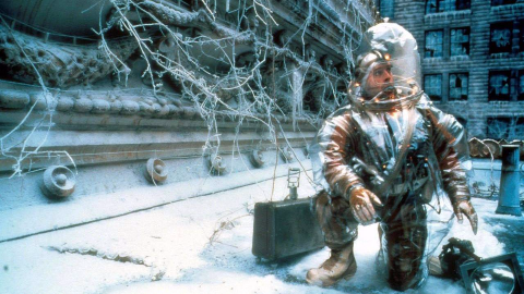 一场末世瘟疫消灭了大部分人类,剩下的人研究出了时光机器,然后开始烧脑