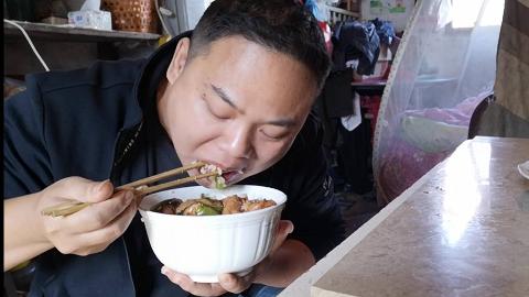 油豆腐新做法 酱烧油豆腐 五块钱不到做了满满的一盘 就是有点费米饭