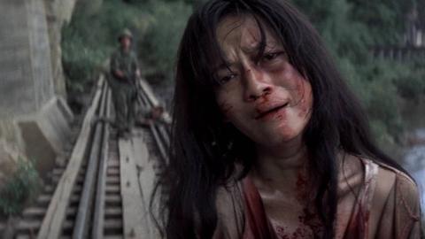 越战中美军的暴行,对越南女孩的无情杀戮,非常真实的一部越战片