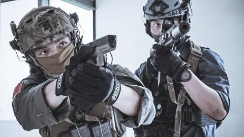 《阿波菲斯》导演的战术绳索技术、外窗反恐、双人CQB训练