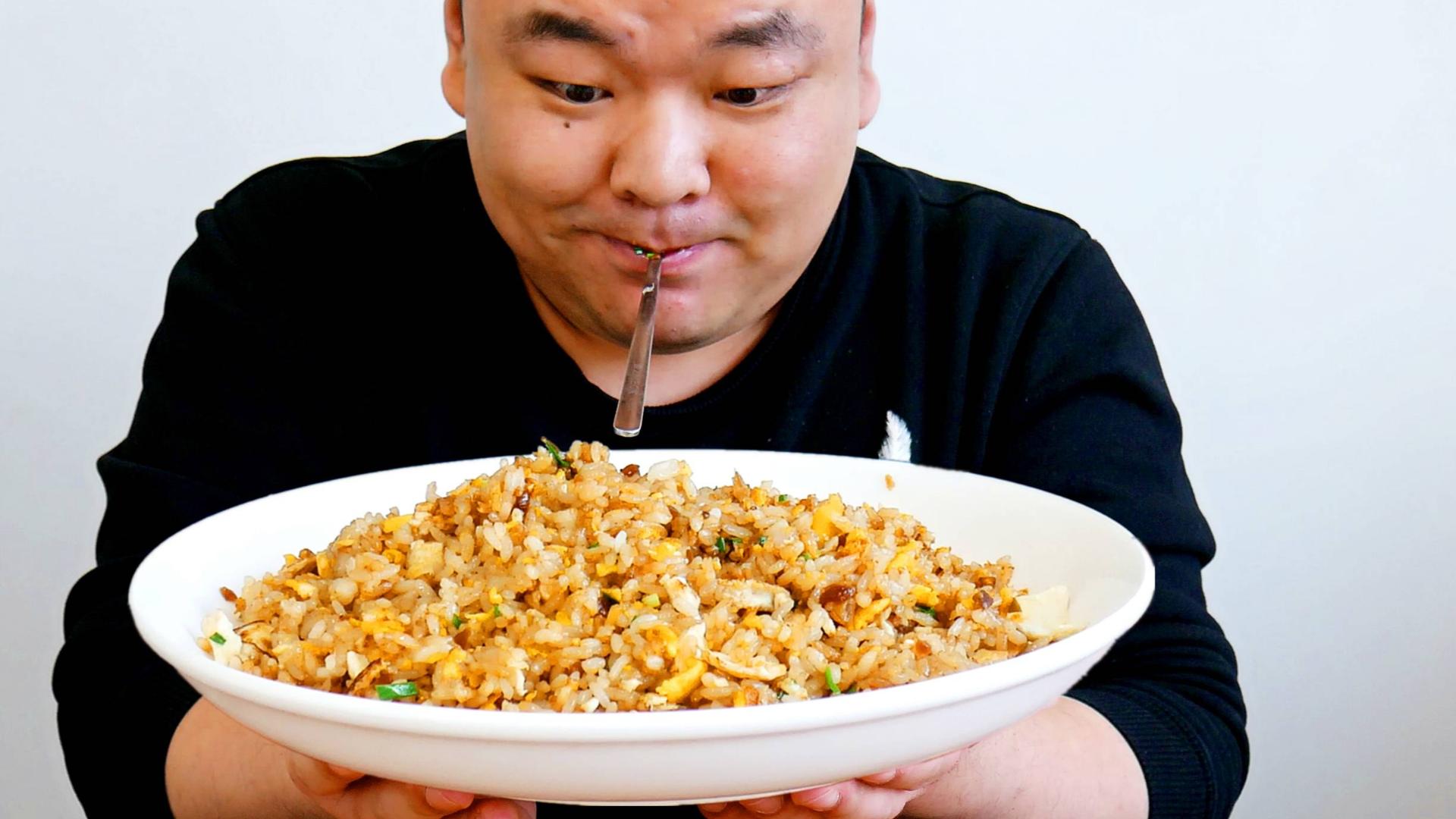 普通人到底能不能做美食作家王刚的酱油炒饭?吃第一口后我懂了!