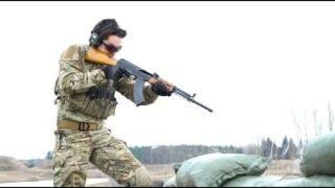 【搬运/没什么字幕可加】中国81式步枪 战术射击
