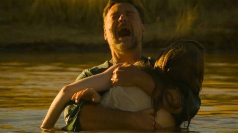 这是一部充满人文主义色彩的一战电影,三个儿子阵亡,妻子自杀
