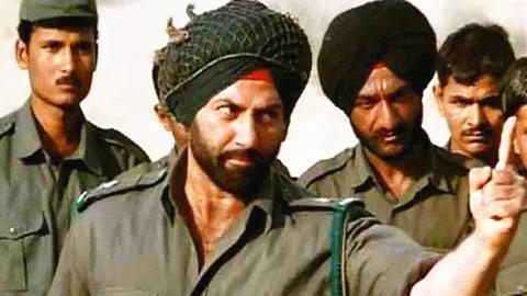 印度开挂战争片1人单挑10辆坦克,抗日神剧只能甘拜下风