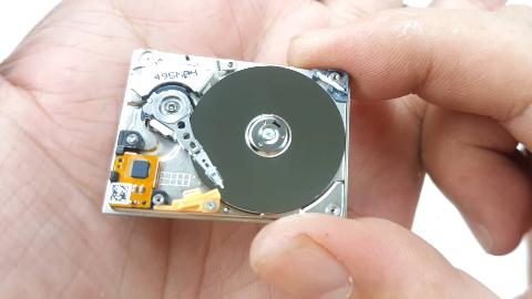 硬核拆解:仅13克重的微型机械小硬盘