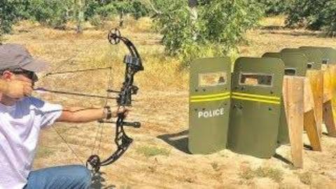 [Edwin Sarkissian]测试需要多少防暴盾牌才能挡住弓箭射击