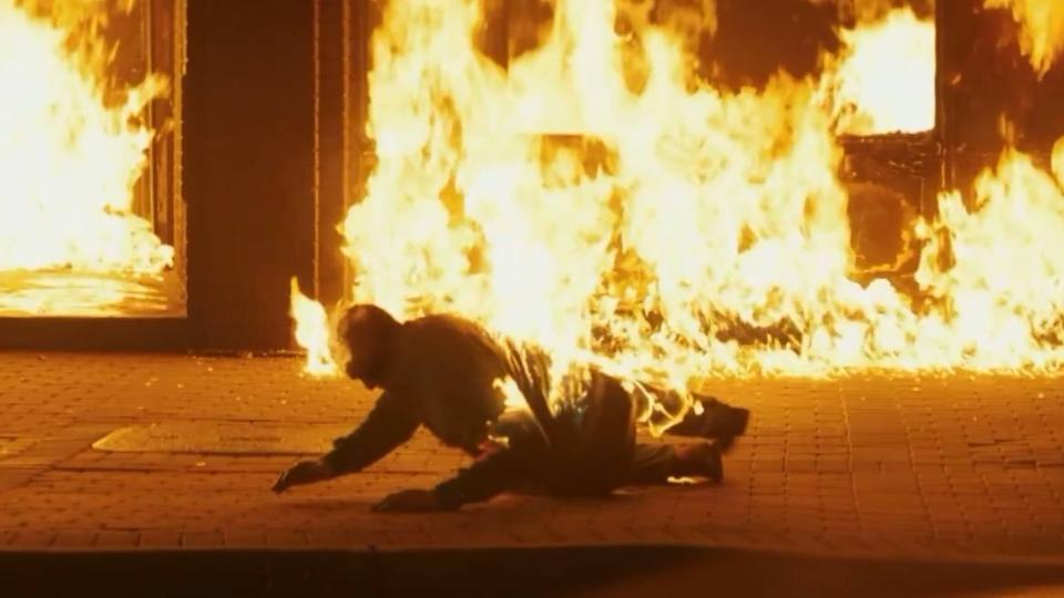 女儿遭奸杀焚尸后 母亲苦等七月警局却毫无进展 一怒之下火烧警局