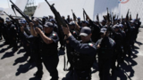 墨西哥警长惨遭毒贩斩首,起因竟是身穿警服公开为另一毒贩争地盘