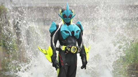 假面骑士01:嗜咬狂鲨形态初登场必杀技精彩片段