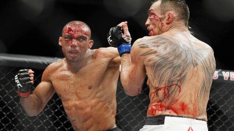 新晋UFC整容院长——夜魔,肘就是用来给你破相的!