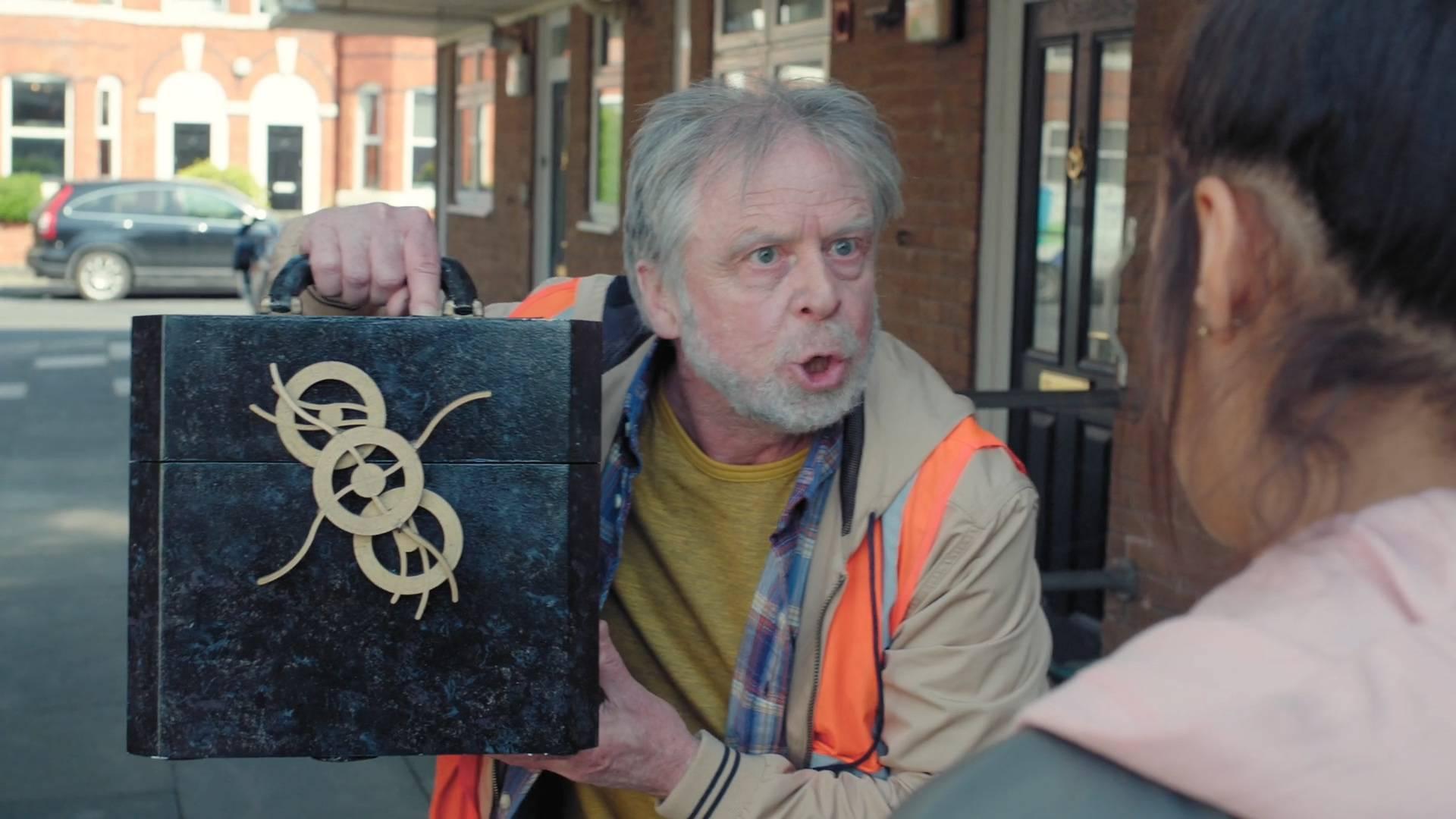 小伙突然老了40岁,发现是只怪箱子在搞鬼《猎奇怪谈:时间行者》