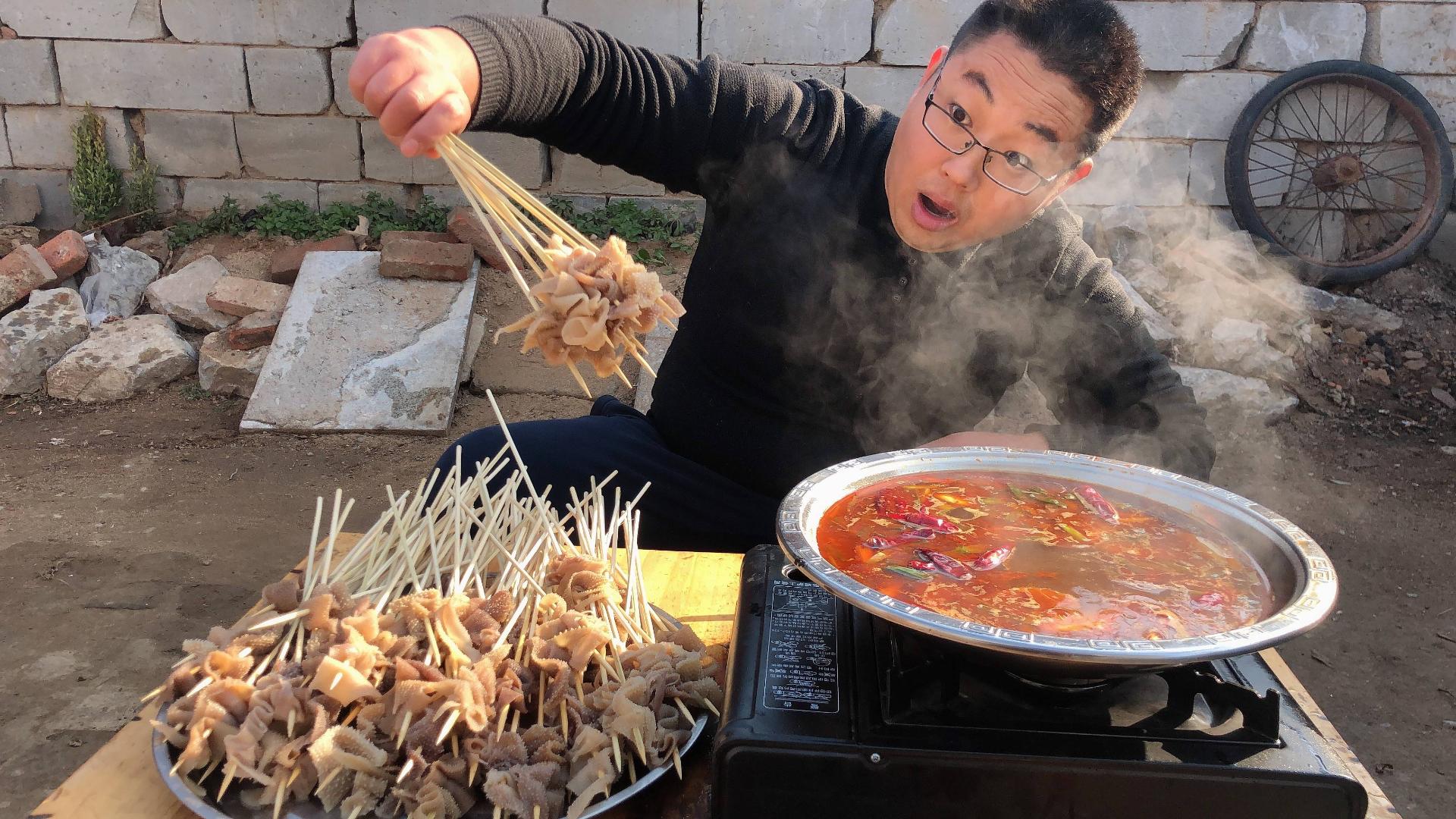 120元买3斤毛肚,在家自制涮肚,麻辣鲜香,两人吃了150串!