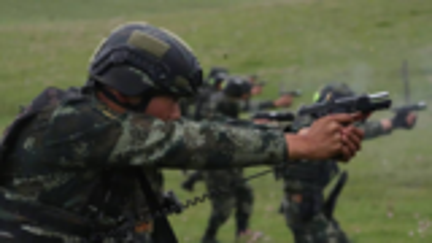 揭秘中国特警单兵装备,长途奔袭负重达30公斤