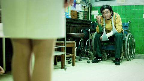 不敢看第二遍,太真实太揪心了,韩国电影真敢拍!