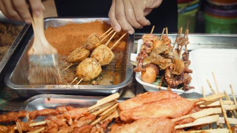 城中村的小吃油炸串,是打工族下班的最爱宵夜