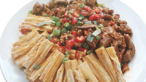 夏天消暑美食,做一道凉拌腐竹,做法简单,好吃又下饭