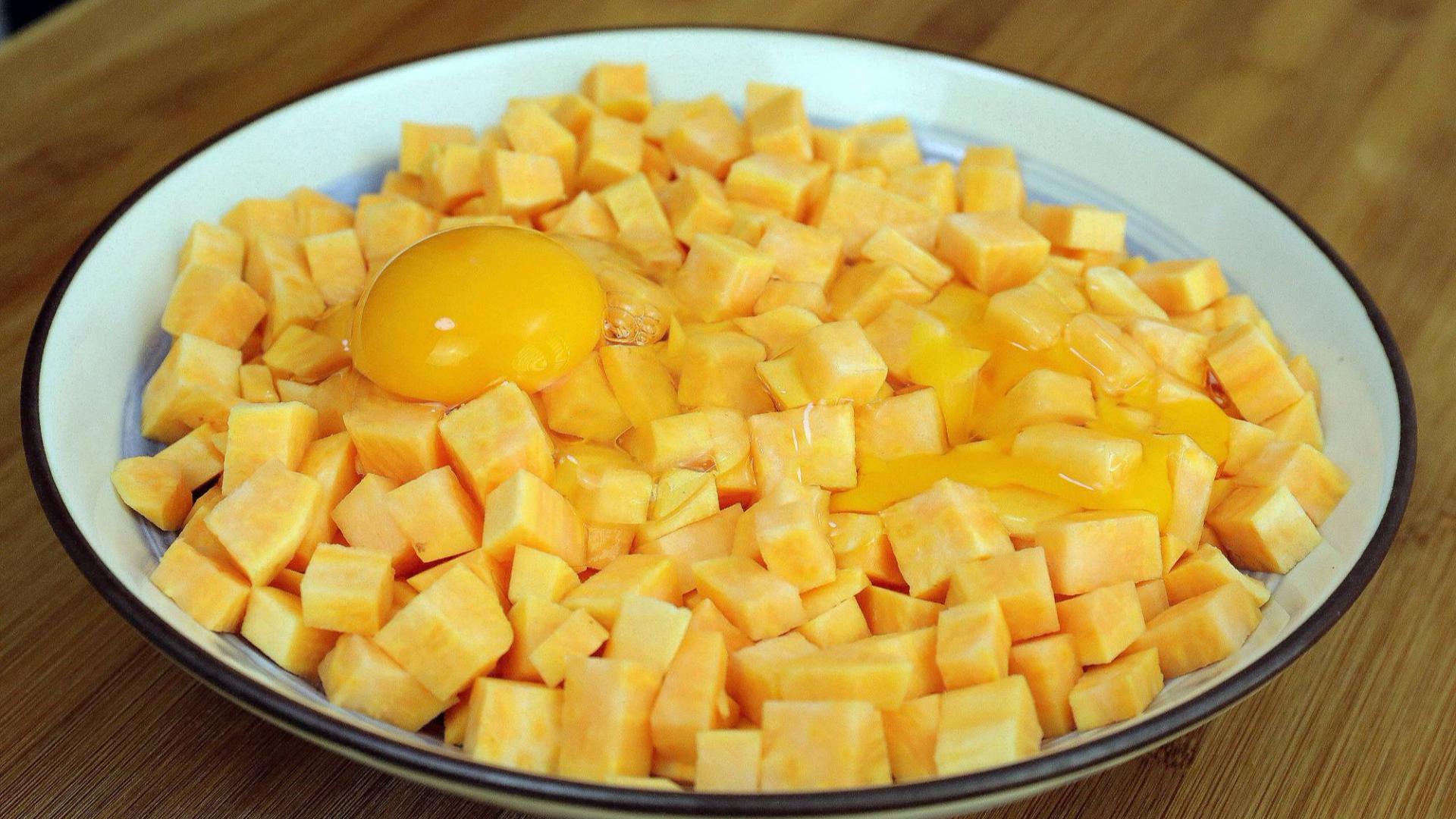 往红薯里打2个鸡蛋,这个做法太美味,好吃的停不下嘴,上桌扫光
