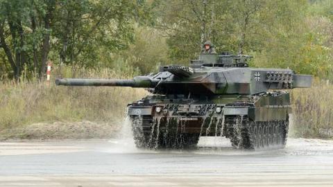 豹2A4过壕沟,你给打几分?