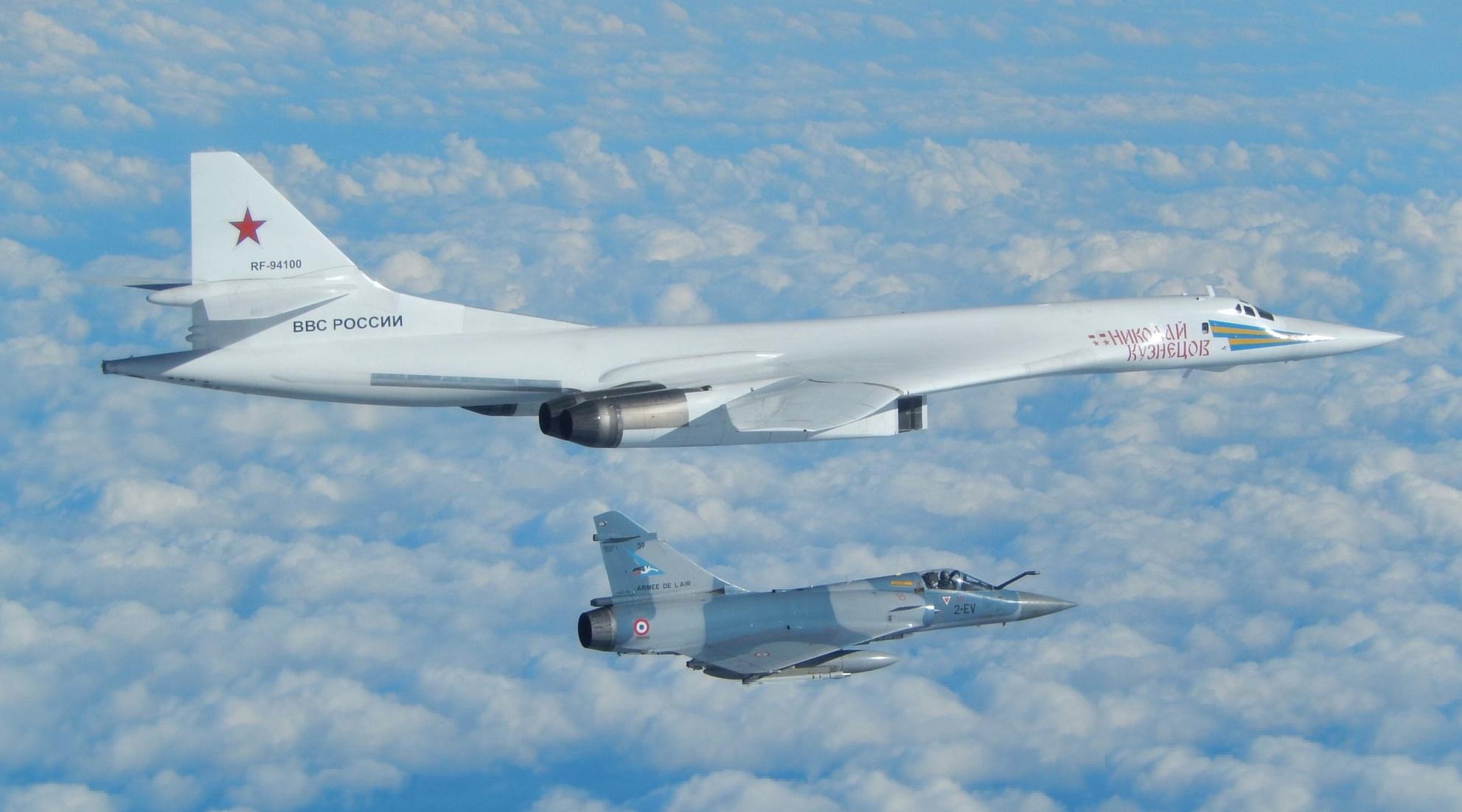 如果俄罗斯用图-160轰炸机交换我国052D驱逐舰,我国会同意吗?
