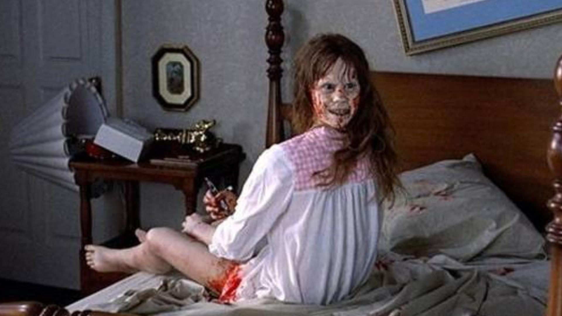 最经典的恐怖片,恶魔藏身少女体内,头能旋转360度,超级恶心