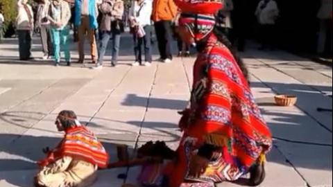 印第安街头艺术—最后的莫西干人主题曲,奏的是乐器,演的是人生。