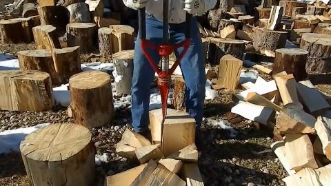开挂的工人是怎么干活的,简直就像人形砍木机