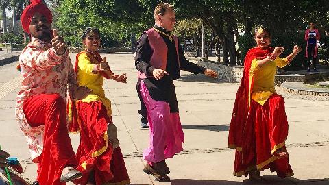 纪录片.BBC.印度铁路之旅.重制版.S01E02.2019[高清][英字]