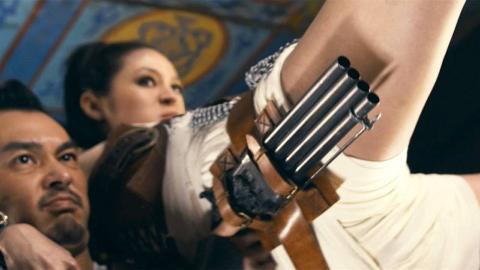 老外拍摄的功夫片到底有多愣,美腿机关枪外加舌头装匕首!