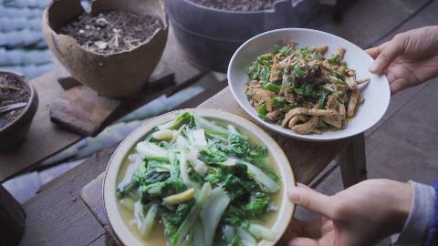 收获自己种的菜,做顿下饭菜,和邻居一起分享