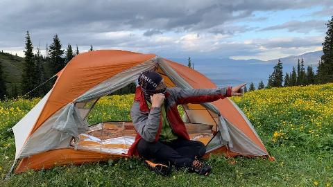 赛里木湖最佳露营位置,欣赏最美的湖光山色