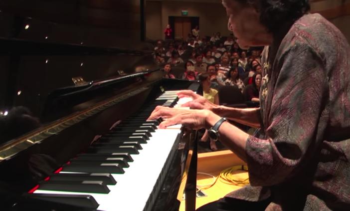 87岁巫漪丽中国第一代一级钢琴家演奏《梁祝》