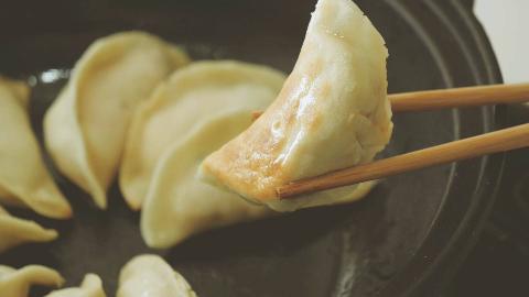 手把手教你做冬瓜猪肉饺子,皮薄汁多,肉馅细嫩,很多人都没吃过