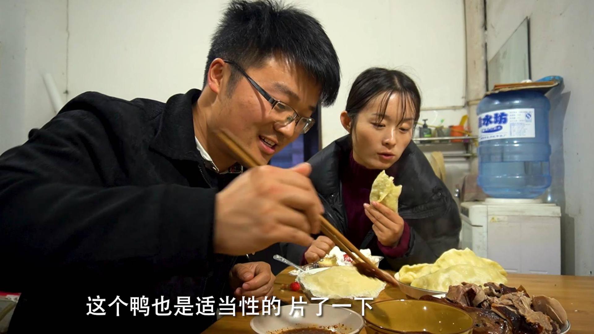 超市十五年店庆,大sao买了一堆东西,吃货逛街,这北京烤鸭真值