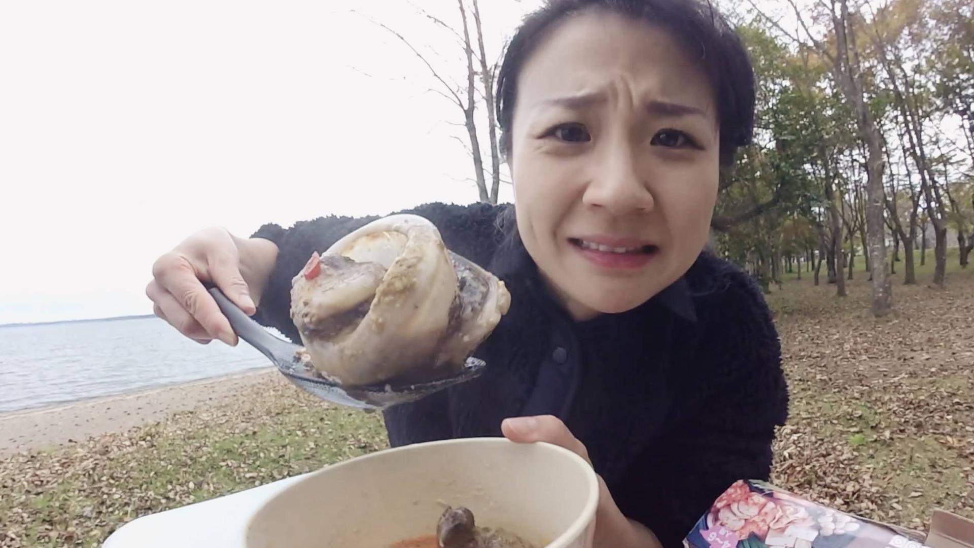 小梦吃日本巨大金枪鱼眼珠的鸳鸯火锅!~ 豆奶汤底也很美味哇秋天一起元气吃起来吧~~!