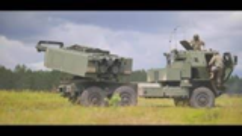 M142高机动性多管火箭系统(HIMARS)实弹射击训练