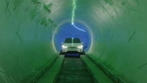 说好的科技感呢?马斯克这首条隧道不咋样啊