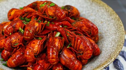 好吃的麻辣小龙虾,是会发光的!