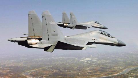 颜值即战斗力!解放军战机换上美军涂装,瞬间提高战斗力