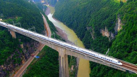 轰动全球,中国超级高铁面世,加上液氮速度竟然超过飞机