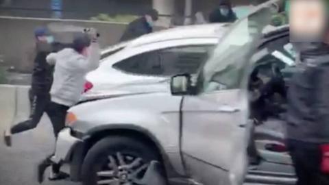 突发!香港公路发生撞车砍人事件