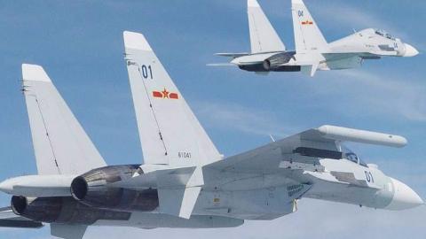 中国海军航空兵主力为何偏爱歼-11?航程超3000公里堪比轰炸机