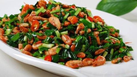 韭菜炒河虾,万万不可直接下锅,两个小技巧,虾肉鲜嫩韭菜不出水