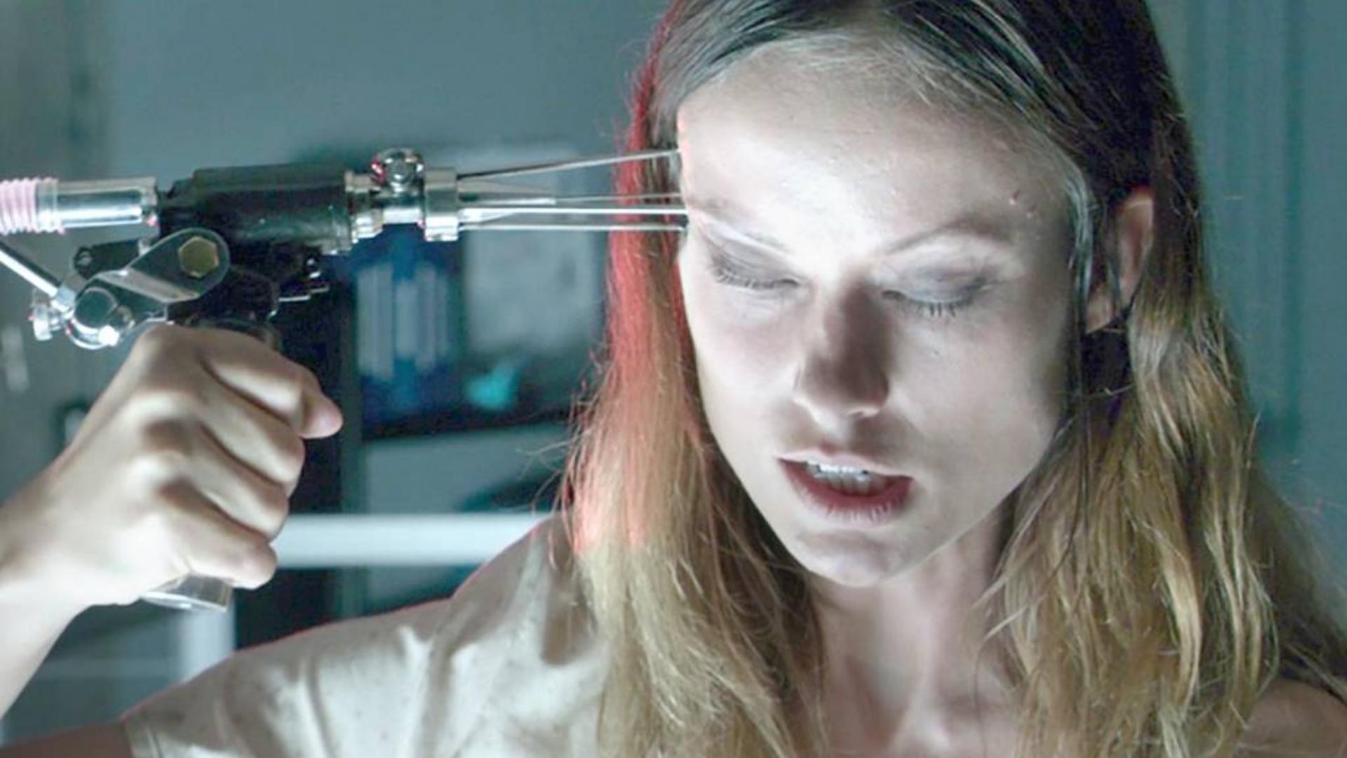 女科学家注入复生血清,大脑使用率飙升至100%,变成了恐怖的恶魔!速看科幻恐怖电影《起死回生》.mp