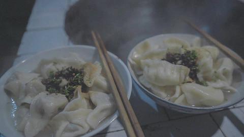 山里下雪,家里来客,我们吃饺子吧