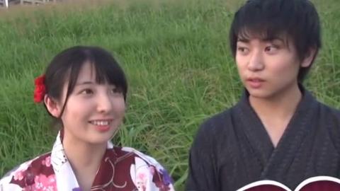 日本街头采访,16岁的小情侣,好可爱的