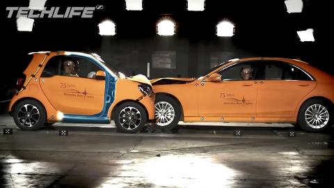 硬核测试 | 当小小的SMART撞上大奔驰S 会怎么样? | 汽车碰撞测试